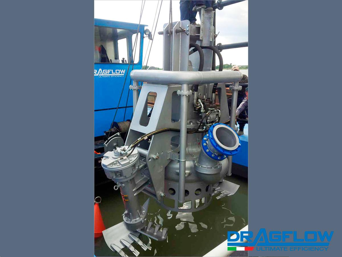Земснаряд серии DRAGFLOW DRH со шламовым грунтовым насосом  DRAGFLOW HY300B + 2EXHY35 + система гидрорыхления