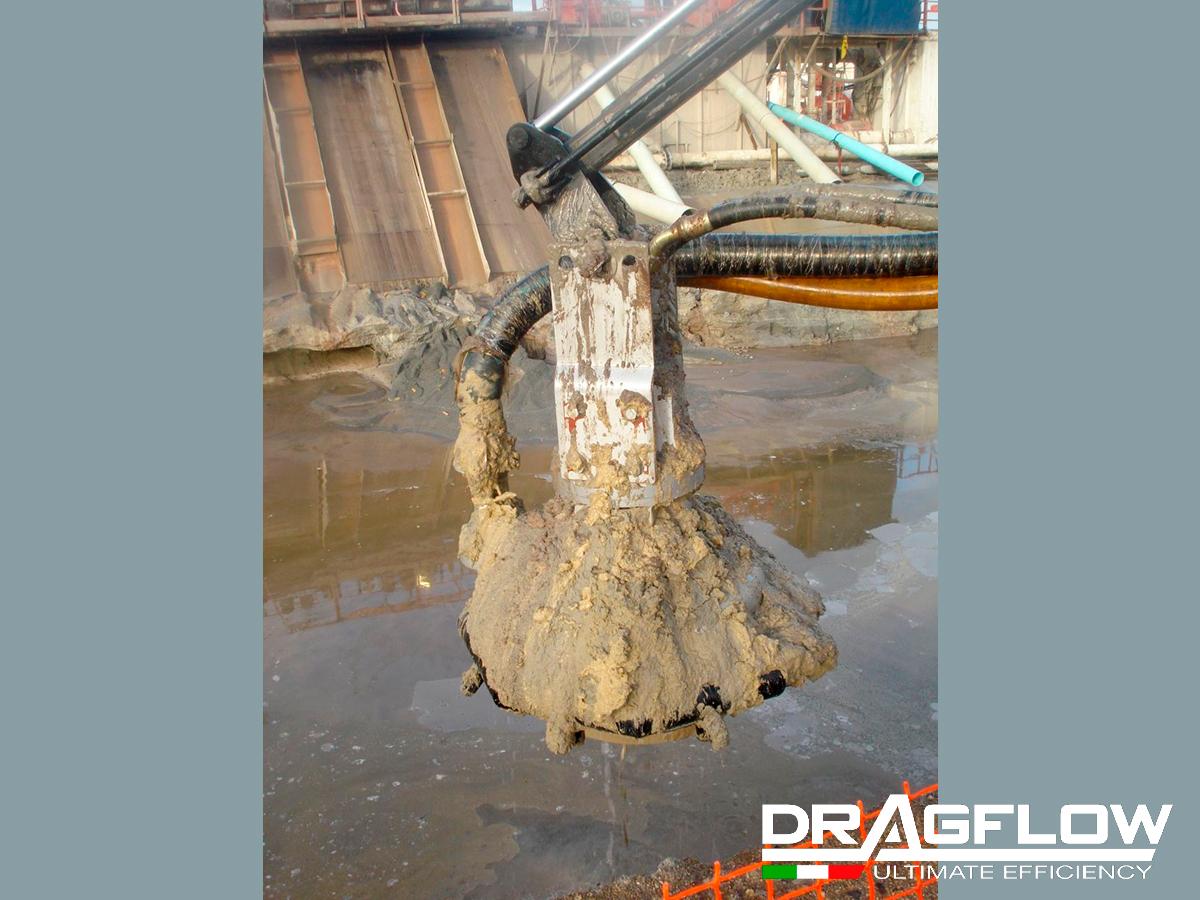 Дноуглубительный грунтовый насос DRAGFLOW HY50B c кольцом гидрорыхления. На стреле экскаватора