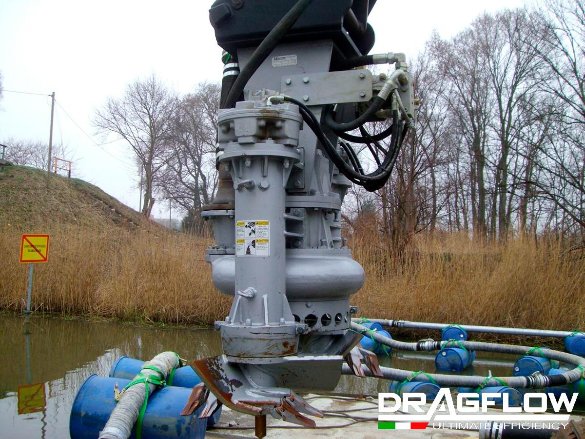 Дноуглубительный шламовый грунтовый насос DRAGFLOW HY85B c двумя гидравлическими рыхлителями EXHY20 на стреле экскаватора